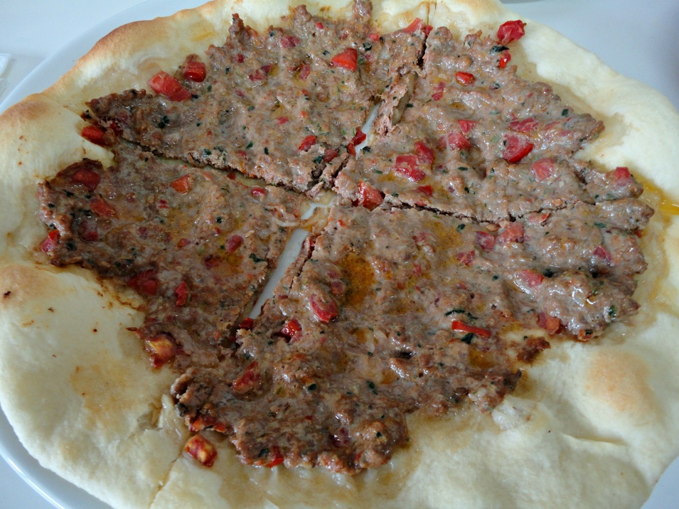 how to make lebanese meat pizza